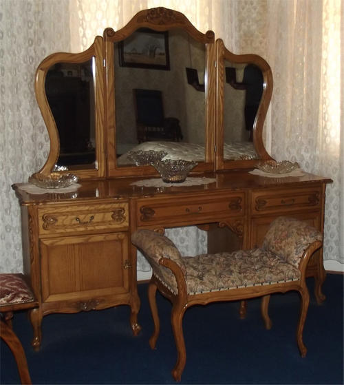 Beds cots american oak bed and dressing table was for Bed and dressing table
