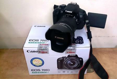 Digital slr canon eos 700d dslr camera complete with 55 for Housse canon 700d