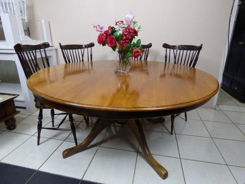 Tables an incredible extra large solid yellow black - Extra large round dining room tables ...