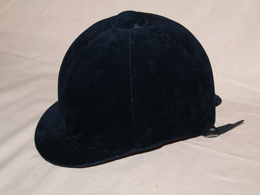 horse riding hat. HORSE RIDING HELMET IN