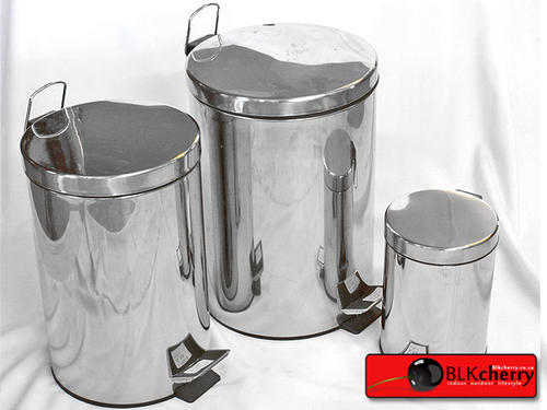 3 Litre, 12 Litre, 20 Litre & 30 Litre stainless steel bins. once BOB payment can collect in jhb/kzn 3 litre R40 12 litre R70 20 litre R95 30 litre R120