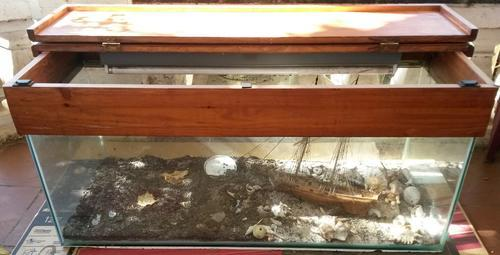 Tanks & Aquariums - VERY LARGE 250 LITRE FISH TANK WITH SOLID WOOD LID ...