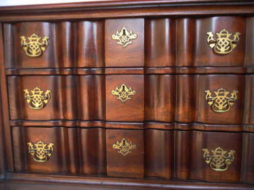 ANTIQUE STINKWOOD CHEST OF DRAWERS