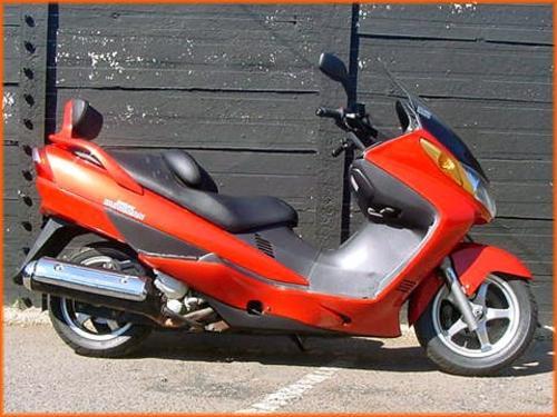 SUZUKI AN400 BURGMAN. SCOOTER. Year: 2008 REG. Price: R38 900. Colour: Red