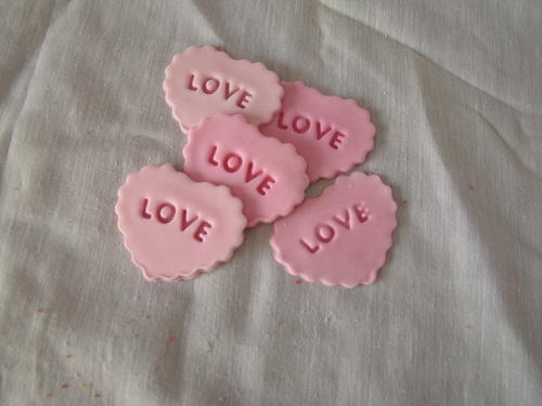 Edible Cake Decorations Hearts : Cake Decorating - Edible pink hearts  Love  cake ...