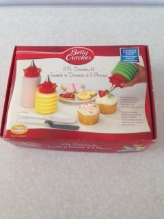 Betty Crocker Cake Decorating Kit Pc
