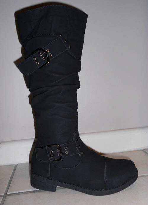 shoes black knee high flat boots was listed for r280 00