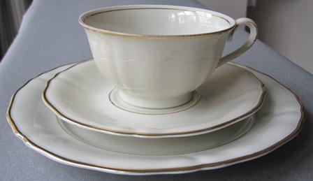 german porcelain bavaria elfenbein porzellan trio 4 trios was sold for on 12 may at. Black Bedroom Furniture Sets. Home Design Ideas