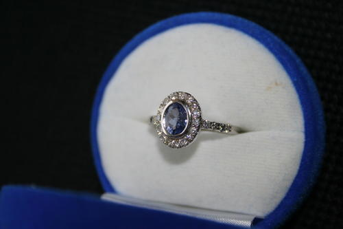 18 Crt White Gold Designer Ring with 1.25 Crt Tanzanite and 1 Crt Diamonds