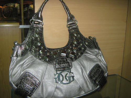 It is beige dot Lady's brand new work popularity sale guess guess fs3gm with the bag