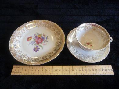 english porcelain bavaria elfenbein porzellan tea cup saucer side plate was sold for r225. Black Bedroom Furniture Sets. Home Design Ideas