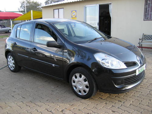 renault renault clio iii expression 2007 model excellent cond was listed for r59. Black Bedroom Furniture Sets. Home Design Ideas