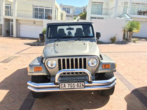 jeep 2005 jeep wrangler sport tj 4 liter in line 6 cylinder two door great condition 70000km. Black Bedroom Furniture Sets. Home Design Ideas