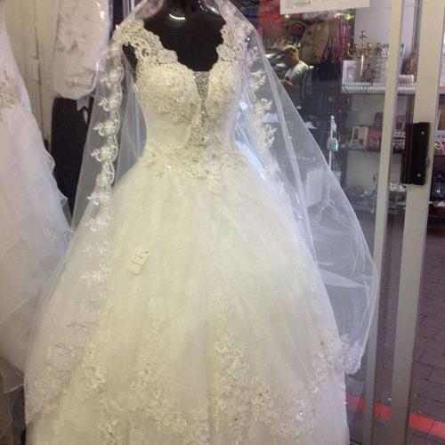 840a53d1 Beautiful White/Ivory Wedding Dress - Size 36 to 38