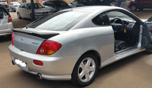 hyundai hyundai tiburon 2 0 gls coupe 2003 model was. Black Bedroom Furniture Sets. Home Design Ideas