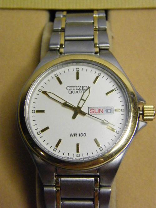 men s watches citizen quartz wr100 mens watch day date in citizen quartz wr100 mens watch day date in original box as per photo