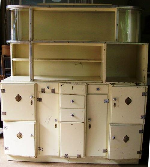 VINTAGE 'KOSKAS' KITCHEN CUPBOARD Was Sold For R2,650.00 On 2 Jan At 19:01 By