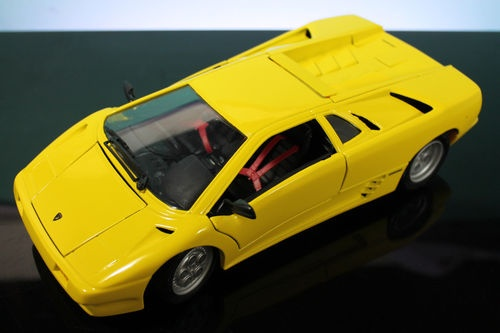 models 1990 lamborghini diablo 1 18 die cast model was sold for on 22 sep at 19 03 by. Black Bedroom Furniture Sets. Home Design Ideas