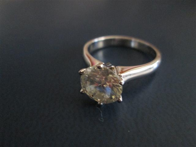 Rings 1Kt Diamond set in 14kt White gold no valuation please look at all pi