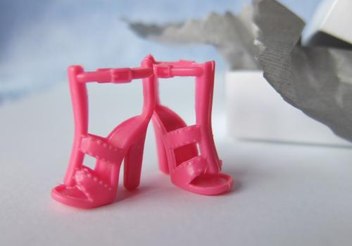 pink strappy sandals barbie