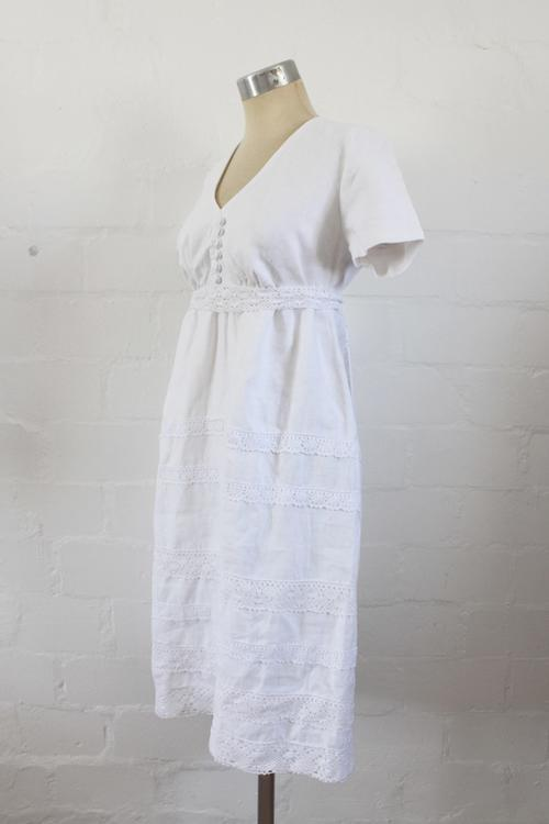 Dresses  VINTAGE WHITE COTTON EMBROIDERY TIE BACK DAY