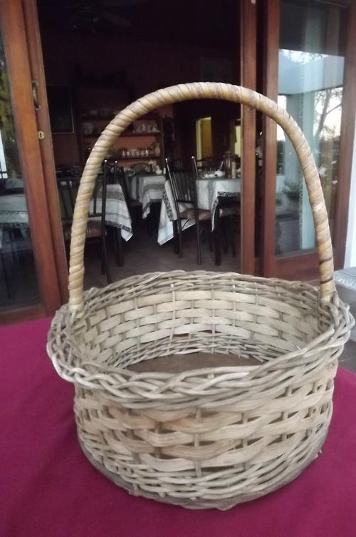 Ethnic tribal art round woven basket in good condition 28cm diamete - Diametre cercle basket ...