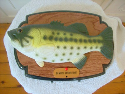 Ornaments wall plaque of a singing fish was sold for for Talking fish on wall